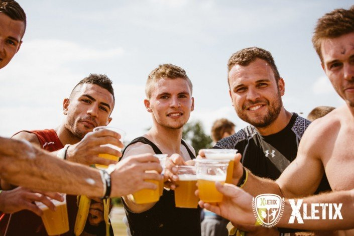 Una buena merecida cerveza en con tu equipo cuando llegues a la meta.