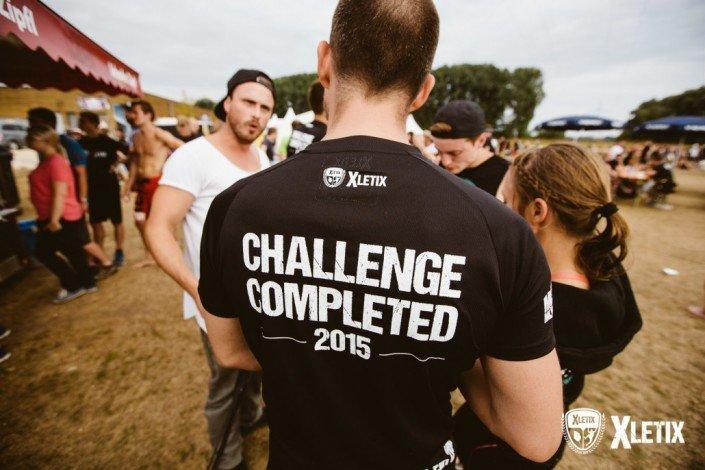 """Camiseta transpirante de alta calidad de """"Challenge completed"""""""